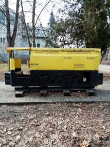 Zabytkowa lokomotywa przy M...