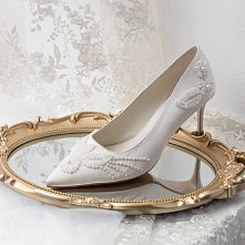 Eleganckie Białe Perła Saty...