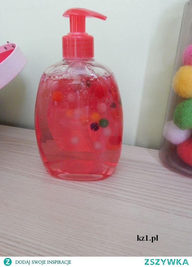 Mydło w płynie z pomponikami - takie mydło z pewnością zachęci wasze dziecko do częstego mycia rączek.
