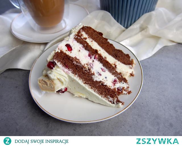 Czekoladowy tort z białymi michałkami i granatem #cake #yummy