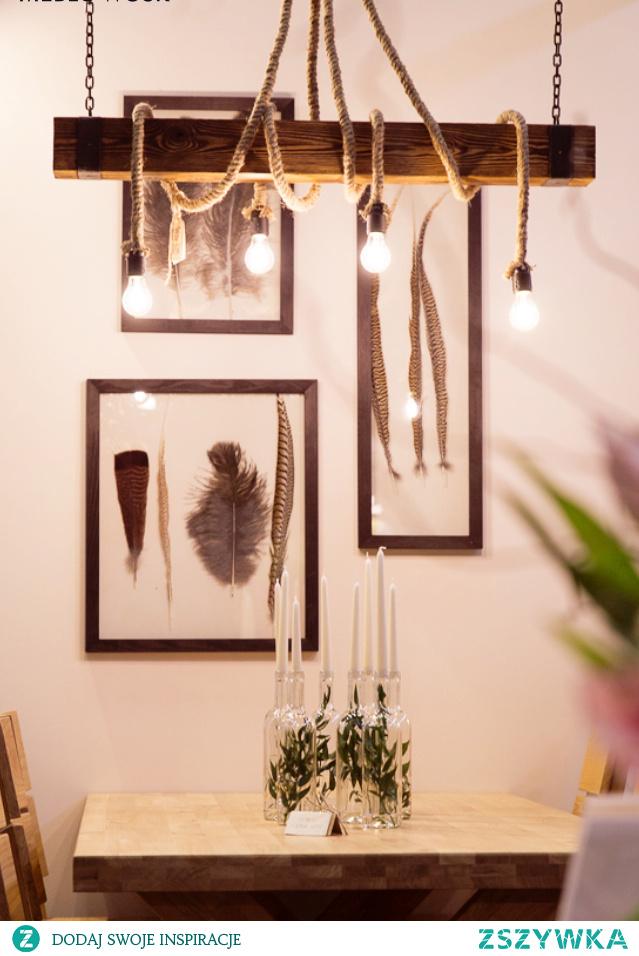 Drewniane sznurowe lampy przełamują pewną konwencję, nadając pomieszczeniu unikatowy wygląd.#meblewoskowane #drewno #mebledrewniane #lampa #wnętrza #aranażacje #sznur #belka #boho #lampasznur #eko