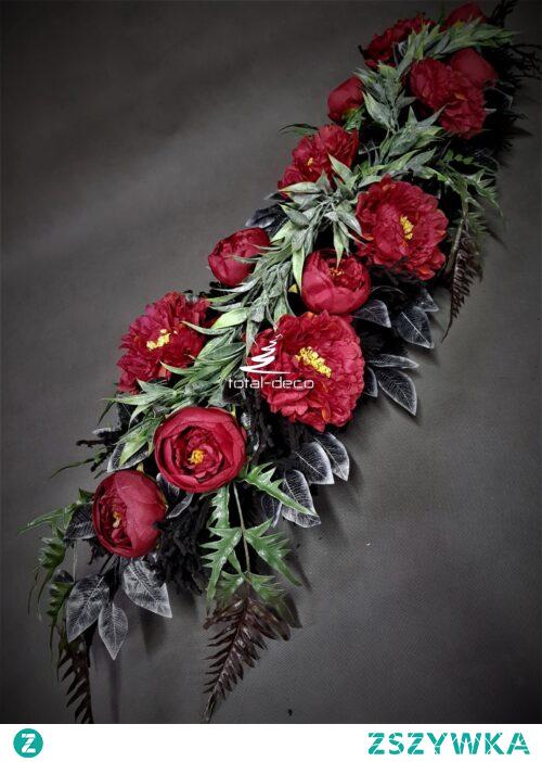Piękna wiązanka z czerwonych kwiatów na cmentarz od totaldeco.pl