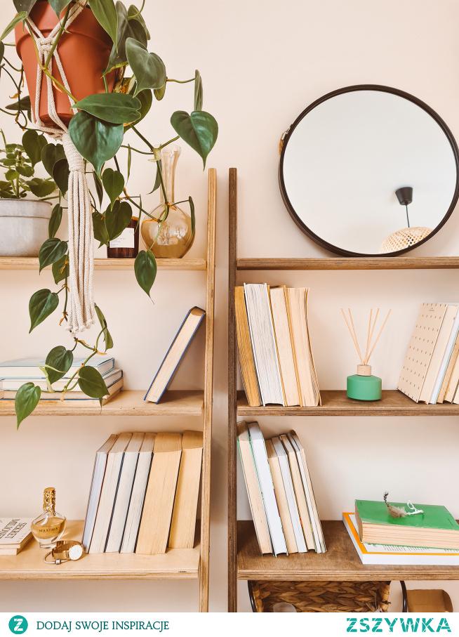 Pokój dzienny urządzony z dekoracjami od NASZE DOMOWE PIELESZE - drabinki dekoracyjne - regały  Zajrzyj na -->> NASZE DOMOWE PIELESZE