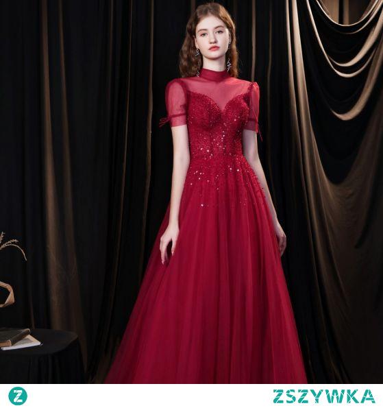 Eleganckie Burgund Sukienki Wieczorowe 2021 Princessa Wysokiej Szyi Frezowanie Cekiny Kótkie Rękawy Bez Pleców Długie Sukienki Wizytowe