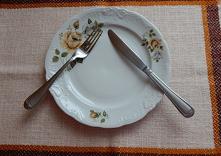Jak układać sztućce po zjed...