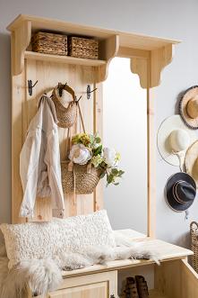 Drewniana garderoba do prze...