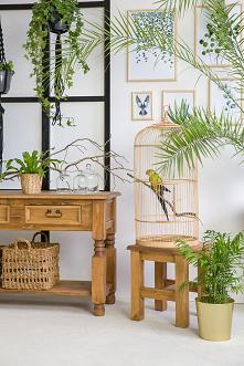 Drewniana konsola, stolik, drewniany taboret. #Dodatki #Meble #Stylizacja #stolik #glamour #Salon #Wystrójwnętrz #Wnętrze #wiosna #kwiaty #konsola