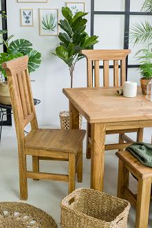 Drewniany stół do jadalni, stolik, krzesła. #Dodatki #Meble #Stylizacja #stolik #glamour #Salon #Wystrójwnętrz #Wnętrze #wiosna #kwiaty #stół