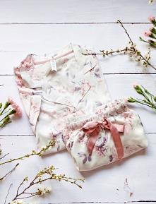 Wygodna piżama z kwiecistym...