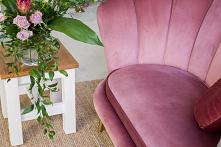 Pikowana sofa w stylu glamo...