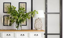 Biała duża drewniana komoda z litego drewna sosnowego do salonu. #Meble #Dom #Salon #Wiosna #Wystrójwnętrz  #Wnętrze #komoda #Sypialnia #Beautiful #Kwiaty #Pomysły