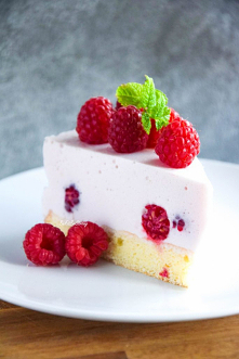 Ciasto pianka z malinami na orkiszowym biszkopcie FIT