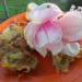 Płatki magnolii w orkiszowym cieście naleśnikowym