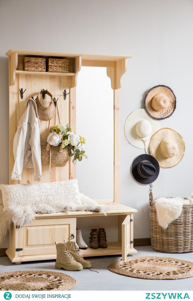 Drewniana garderoba do przedpokoju. #Dodatki #Stylizacja #Wystrójwnętrz #Wnętrze #Meble #garderoba #przedpokój #Design #Wiosna #Kwiaty #Rękodzieło