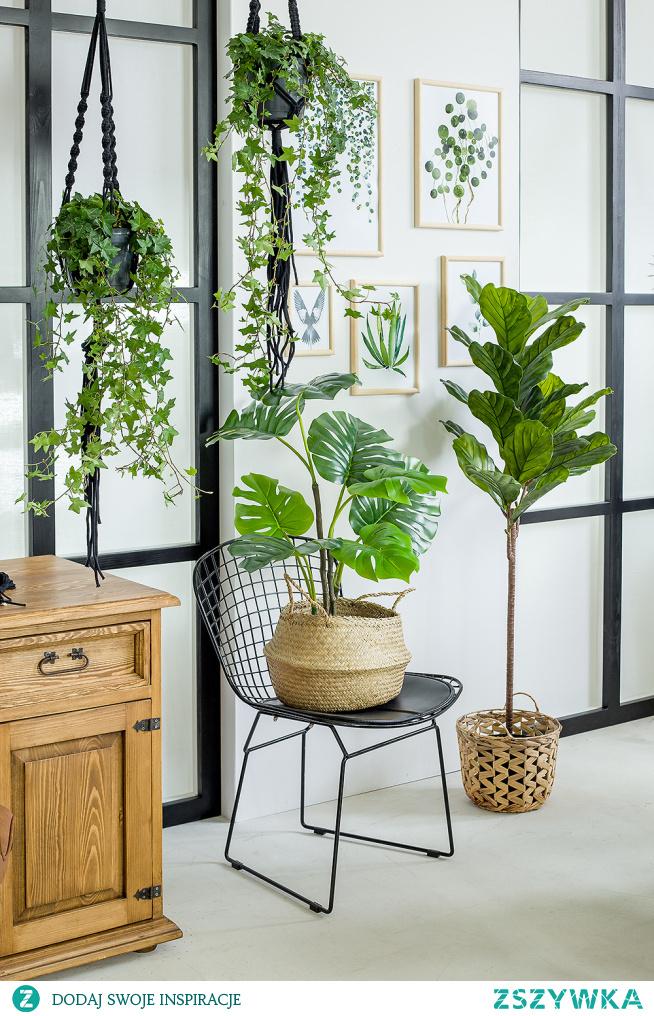 Drewniany stół, taoletka, konsola do jadalni, stolik. #Dodatki #Meble #Stylizacja #stolik #glamour #Salon #Wystrójwnętrz #Wnętrze #wiosna #kwiaty #stół