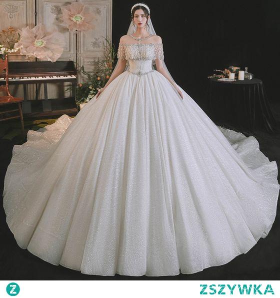 Luksusowe Kość Słoniowa Frezowanie Rhinestone Cekiny Suknie Ślubne 2021 Suknia Balowa Wycięciem Z Koronki Kwiat Kótkie Rękawy Bez Pleców Trenem Królewski Ślub