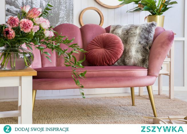 Pikowana sofa w stylu glamour, różowa, welur. #Beautiful  #Design #Dodatki #glamour #Stylizacja #Wystrójwnętrz #Wnętrze  #Meble  #pink #Kwiaty #Salon