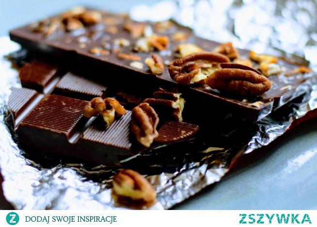 Gorzka czekolada i orzechy na diecie...