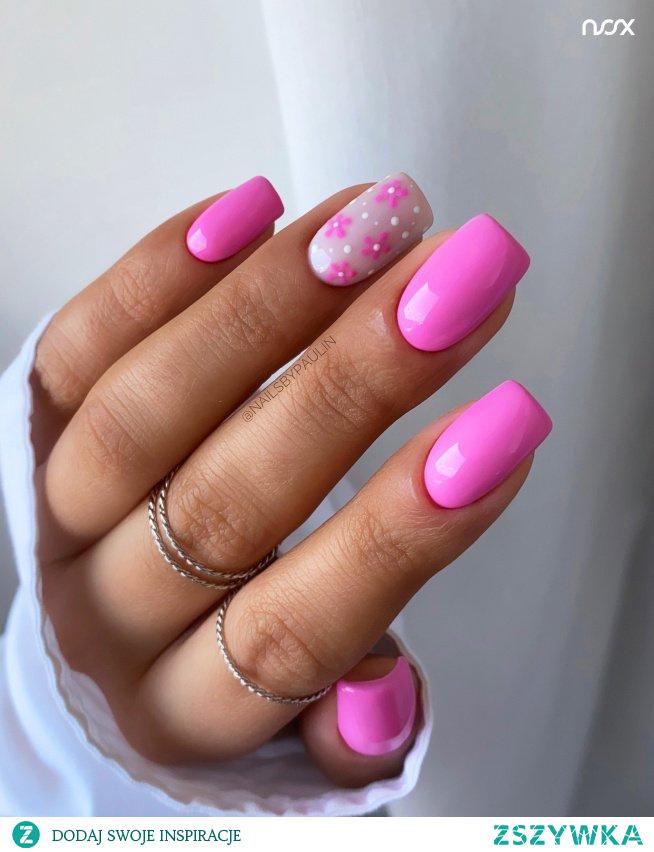 Różowa Pantera to istny klasyk, ale czy widzieliście ją już w formie manicure na wiosnę? Przed Wami ten cudowny odcień zestawiony z Watą Cukrową i wzorkami wykonanymi Misiem Polarnym! Jak Wam się podoba w takiej formie?