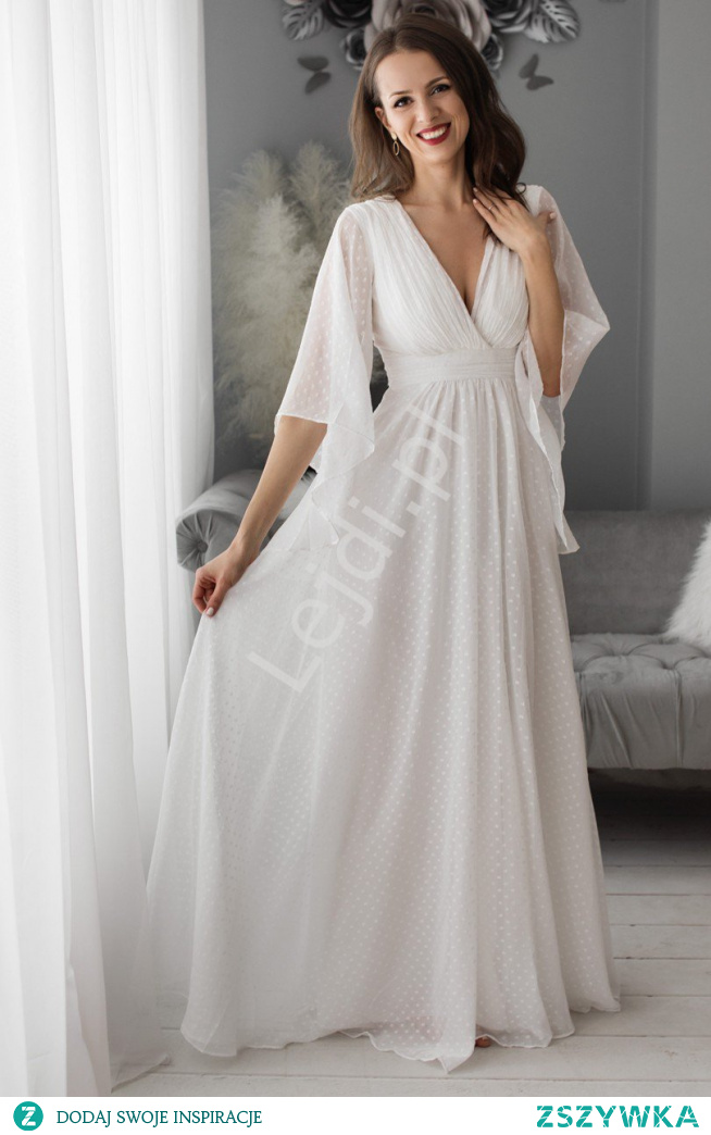 Biała sukienka ślubna w groszki. Szyfonowa sukienka o luźnym kroju. Zwiewna suknia ślubna. Sukienki ślubne. sukienka do ślubu cywilnego. Sukienka do ślubu kościelnego. Sukienka na letni ślub. lejdi.pl
