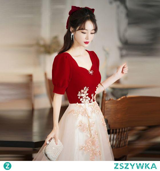 Moda Czerwone Homecoming Haftowane Sukienki Na Studniówke 2021 Princessa Kwadratowy Dekolt Kokarda Kótkie Rękawy Długość Herbaty Sukienki Wizytowe