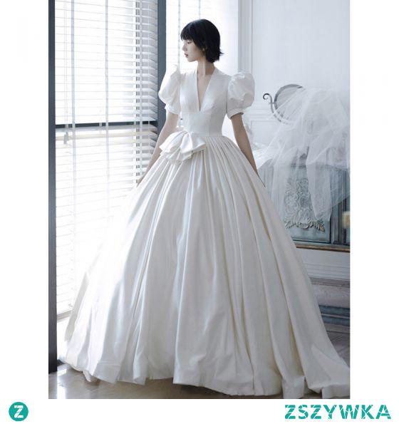 Wysokiej Klasy Kość Słoniowa Satyna Suknie Ślubne 2021 Suknia Balowa V-Szyja Kótkie Rękawy Bez Pleców Trenem Królewski Ślub