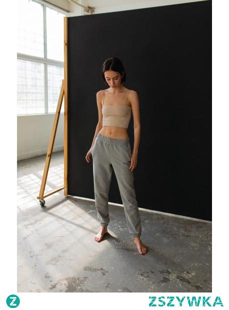 Spodnie dresowe, luźny krój.  Różne kolory - dostępne na naszej stronie