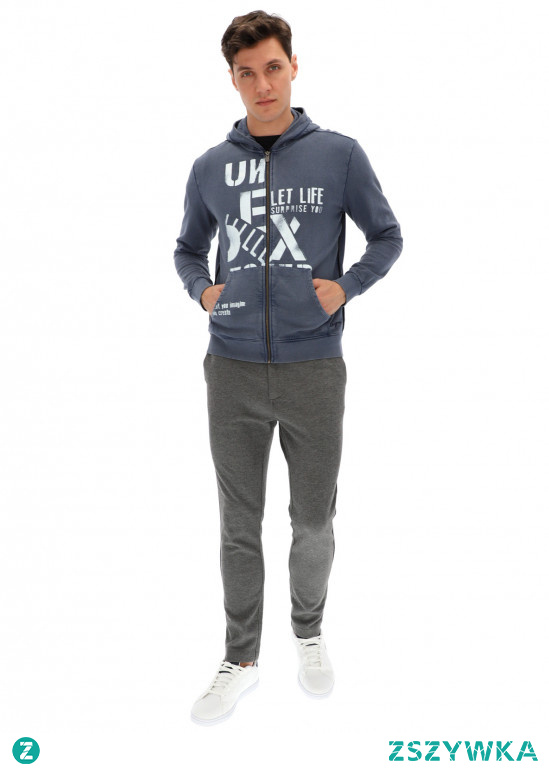 Bluzy męskie z kapturem z Eye For Fashion to dobry wybór dla Panów, którzy mają dość rutyny związanej ze swoim ubiorem. Bluzy męskie to wygodna alternatyw dla eleganckich ubrań. Każdy z mężczyzn może być znudzony eleganckim ubraniem do pracy. Jeżeli nie szukasz bluzy sportowej - zwróć uwagę na rozpinane bluzy eleganckie typu smart casual.