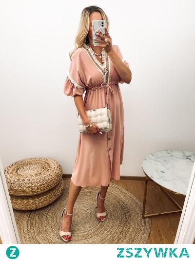 Sukienka na sezon gdy zrobi się cieplej i można zaszaleć ze stylówkami oraz wiosenno-letnimi kreacjami.