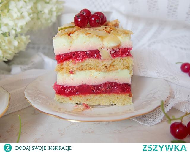 pyszne ciasto z czerwonymi porzeczkami