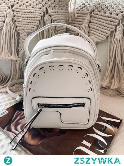 Bardzo modny w tym sezonie plecak Paris w kolorze białym. Wykonany z eko skóry, zapinany na suwak. Szelki regulowane i odpinane- możesz zrobić z niego torebkę
