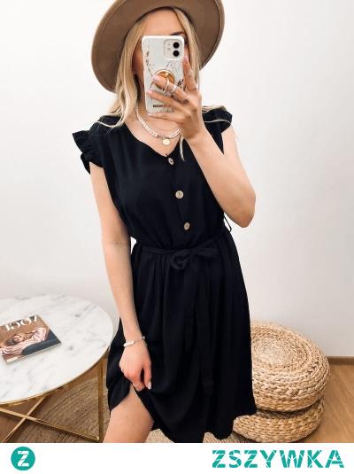 Sukienka o długości midi w kolorze czarnym. Dekolt w serek, rękawy wykończone falbanką. Idealna propozycja na słoneczne dni.