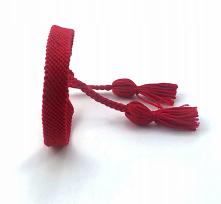 Czerwona bransoletka z muliny z dwoma chwostami