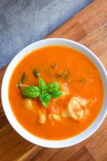 Zupa pomidorowa z tortellin...