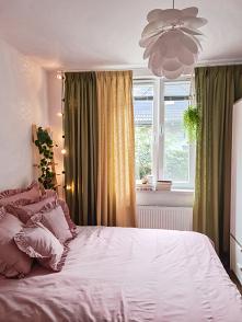 Piękna sypialnia z pieleszo...