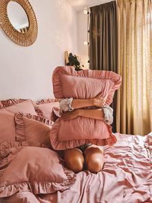 Różowa poduszka z falbanką ...