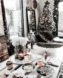 68 dni do świąt! Ahhh biel, jak my kochamy biel! Jaki jest wasz ulubiony kolor do przystrajania domu/choinki na święta? ❄️