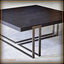 Kwadratowy stolik z trzema ...