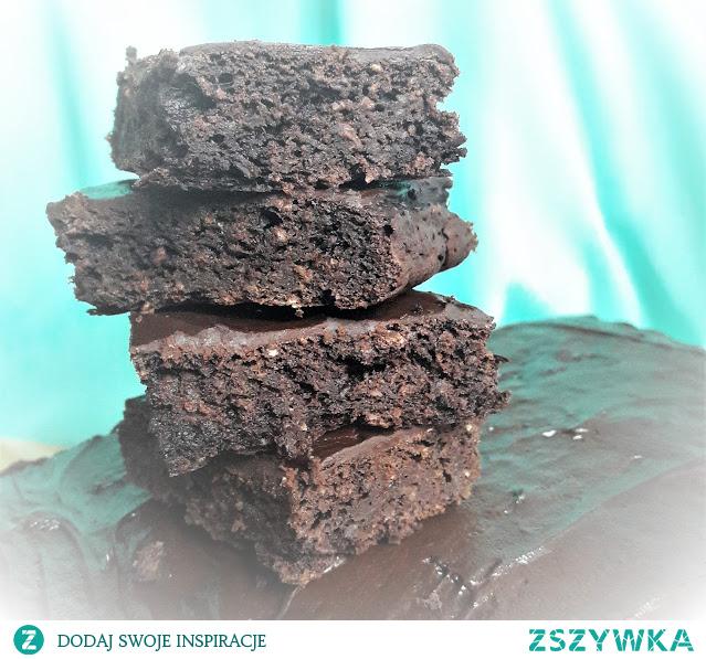 Wegańskie brownie, obłędnie pyszne i niesamowicie szybkie do zrobienia. Masz ochotę? Zapraszam na bloga po przepis! :)