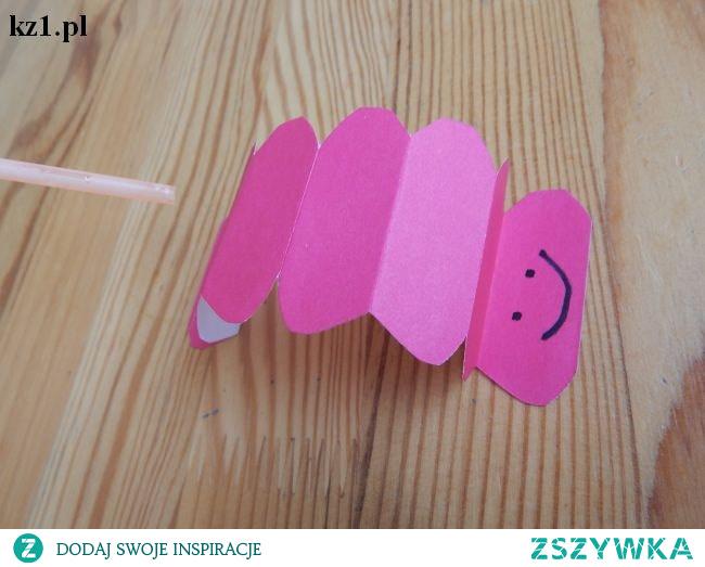 Papierowa gąsienica - chodząca gąsienica z papieru.