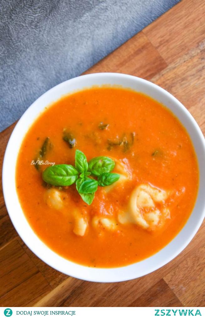Zupa pomidorowa z tortellini i szpinakiem. Przepis po kliknięciu w zdjęcie.