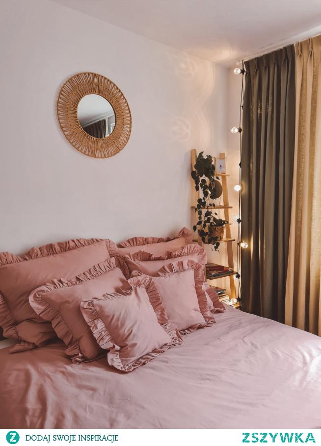 Różowa, bawełniana pościel z falbanką Słodkie Sny. Więcej naszych nowości znajdziesz na Nasze Domowe Pielesze