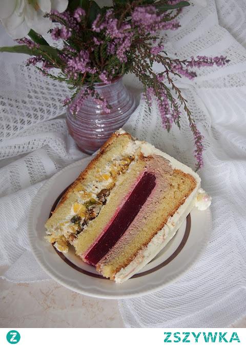 Tort malinowy z pistacjową chrupką w białej czekoladzie