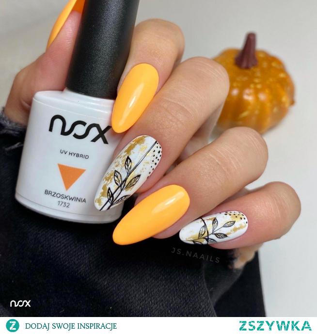 Kto powiedział, że jesienią neony należy schować do szafy? Jeżeli lubicie wyraziste stylizacje, koniecznie wypróbujcie naszą czarującą Brzoskwinię do przygotowania manicure na jesień! Jak Wam się podoba w takiej formie?