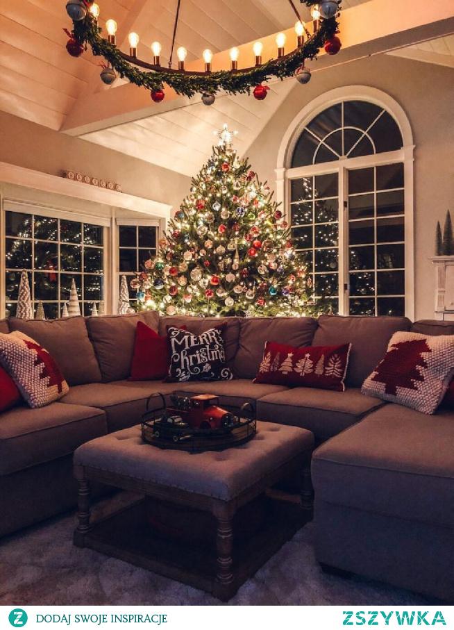 77 dni do świąt! ❄️ Obejrzelibyśmy Kevina samego w domu haha, a wy jaki świąteczny film byście teraz obejrzeli?