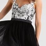Okładka Sukienki czarne rozkloszowane