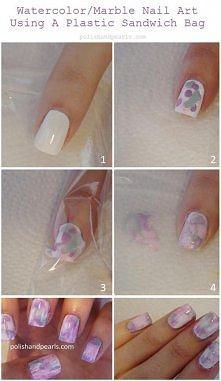 Marmurek na paznokciach dzięki użyciu folii.