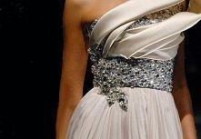 sukienka ozdobiona