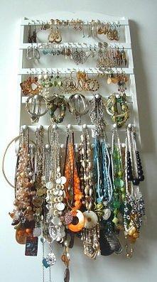 Wieszaczek na biżuterię