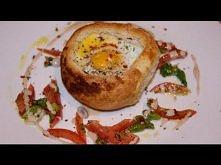 Jajka pieczone w bułce.
